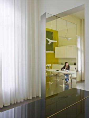 Un loft transparent et color conseils d co for Appartement design bruxelles