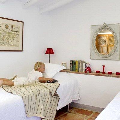 une maison de campagne chic et chaleureuse en espagne conseils d co. Black Bedroom Furniture Sets. Home Design Ideas
