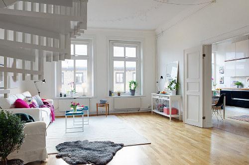 Une d co d appartement en cyan magenta jaune et noir for Deco appartement duplex