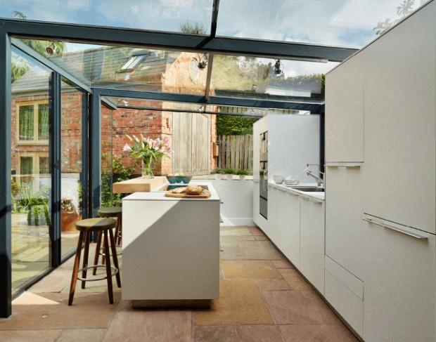 Une cuisine d tonnante conseils d co for Extension maison verre