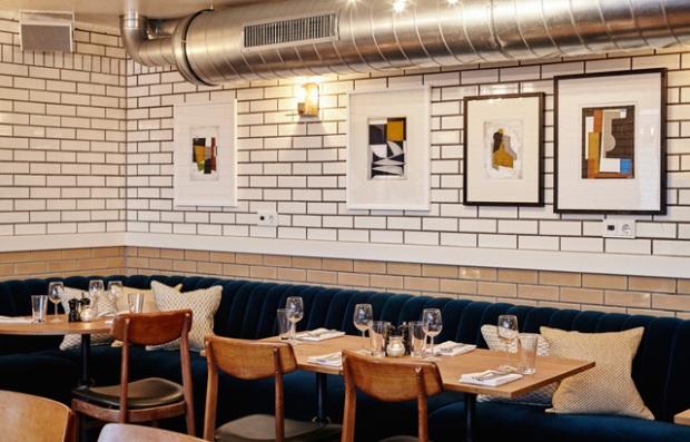 """L'ambiance """"métro"""" de la salle de restaurant"""