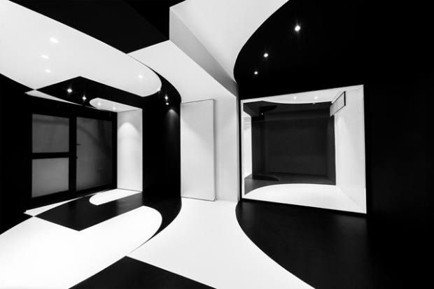 Conseilsdeco-architectes-architecture-interieur-Stephane-Malka-Nouvelle-Heloise-AgoraTic-formations-digitales-bureaux-reunions-futuriste-monochrome-01