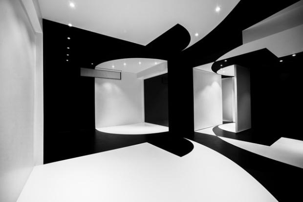 Conseilsdeco-architectes-architecture-interieur-Stephane-Malka-Nouvelle-Heloise-AgoraTic-formations-digitales-bureaux-reunions-futuriste-monochrome-03