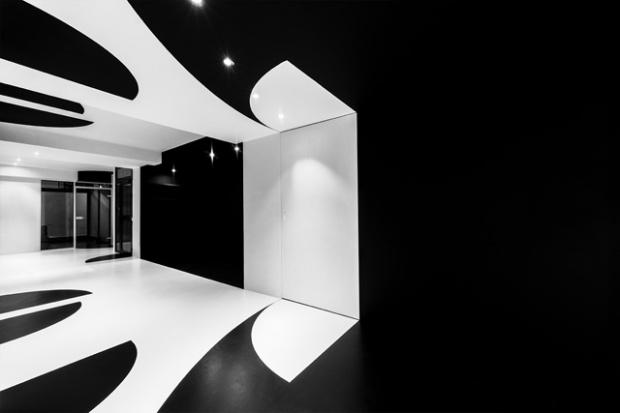 Conseilsdeco-architectes-architecture-interieur-Stephane-Malka-Nouvelle-Heloise-AgoraTic-formations-digitales-bureaux-reunions-futuriste-monochrome-04