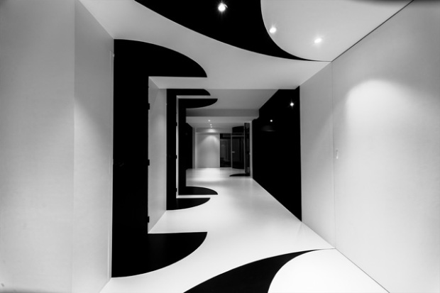 Conseilsdeco-architectes-architecture-interieur-Stephane-Malka-Nouvelle-Heloise-AgoraTic-formations-digitales-bureaux-reunions-futuriste-monochrome-05