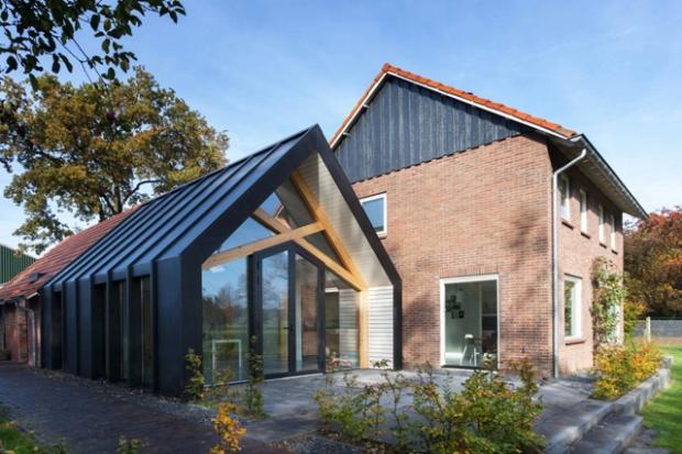 Rénovation d'une grange aux Pays-Bas par le Bureau Fraai