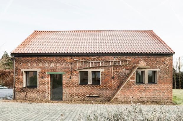 Conseilsdeco-Sculpture-mobilier-Belgique-studio-Farris-bureaux-bois-poutre-renovation-mezzanine-Koen-Van-Damme-02