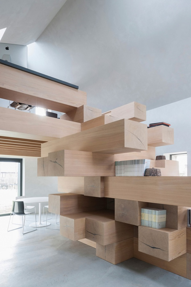 Conseilsdeco-Sculpture-mobilier-Belgique-studio-Farris-bureaux-bois-poutre-renovation-mezzanine-Koen-Van-Damme-05