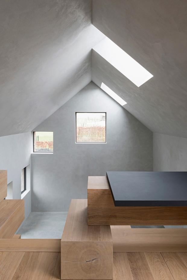 Conseilsdeco-Sculpture-mobilier-Belgique-studio-Farris-bureaux-bois-poutre-renovation-mezzanine-Koen-Van-Damme-08