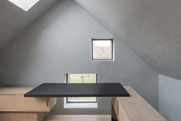 Conseilsdeco-Sculpture-mobilier-Belgique-studio-Farris-bureaux-bois-poutre-renovation-mezzanine-Koen-Van-Damme-09