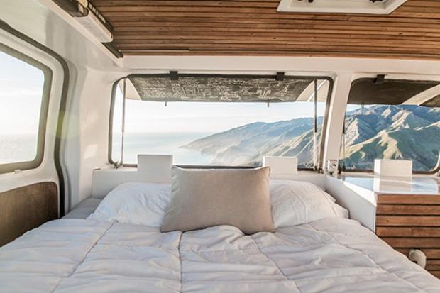 transformer une banale camionnette en maison roulante conseils d co. Black Bedroom Furniture Sets. Home Design Ideas
