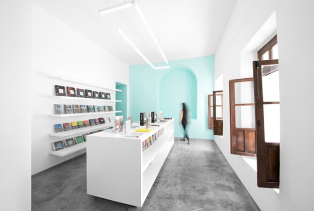 conseilsdeco-libreria-conarte-voute-bois-hacienda-librairie-architectes-interieur-anagrama-estudio-tampiquito-03