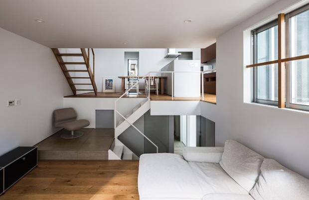 une petite maison rythm e par des demi niveaux conseils d co. Black Bedroom Furniture Sets. Home Design Ideas
