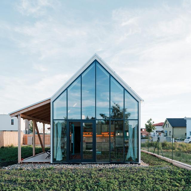 conseilsdeco-slovaquie-architectes-interieur-studio-jrkvc-85m2-budget-abordable-baie-vitree-maison-contreplaque-01