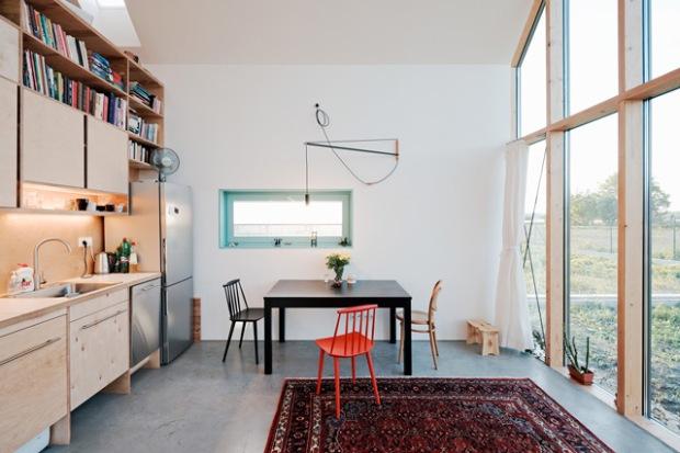 conseilsdeco-slovaquie-architectes-interieur-studio-jrkvc-85m2-budget-abordable-baie-vitree-maison-contreplaque-04
