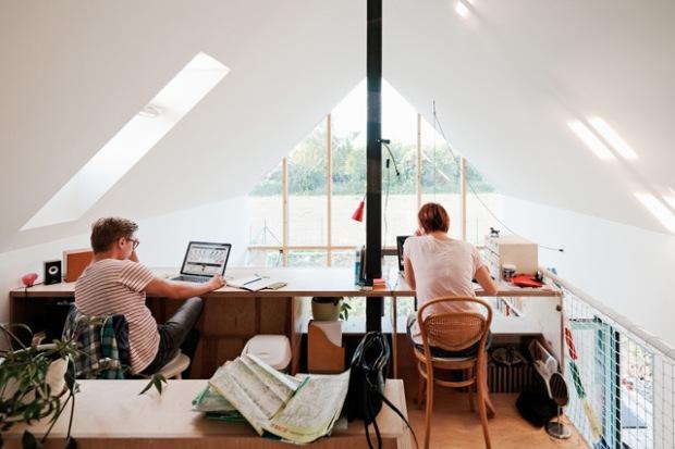 conseilsdeco-slovaquie-architectes-interieur-studio-jrkvc-85m2-budget-abordable-baie-vitree-maison-contreplaque-06