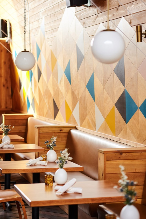 conseilsdeco-decoration-san-diego-architectes-interieur-studio-archisects-restaurant-madison-contemporaine-materiaux-bois-cedre-conseils-deco-03