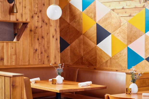 conseilsdeco-decoration-san-diego-architectes-interieur-studio-archisects-restaurant-madison-contemporaine-materiaux-bois-cedre-conseils-deco-04