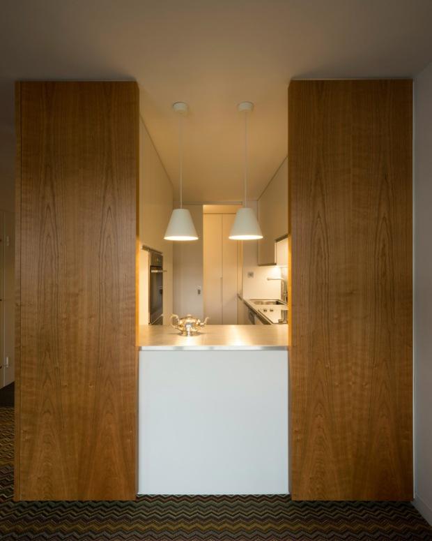 conseilsdeco-renovation-studio-architecture-interieur-azman-architects-londres-bois-cerisier-tapis-mobilier-style-appartement-visite-conseils-deco-04