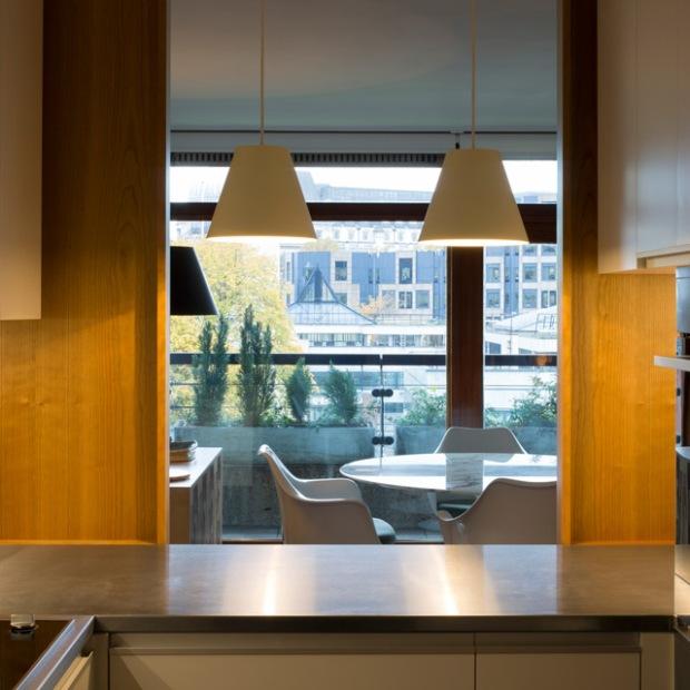 conseilsdeco-renovation-studio-architecture-interieur-azman-architects-londres-bois-cerisier-tapis-mobilier-style-appartement-visite-conseils-deco-05