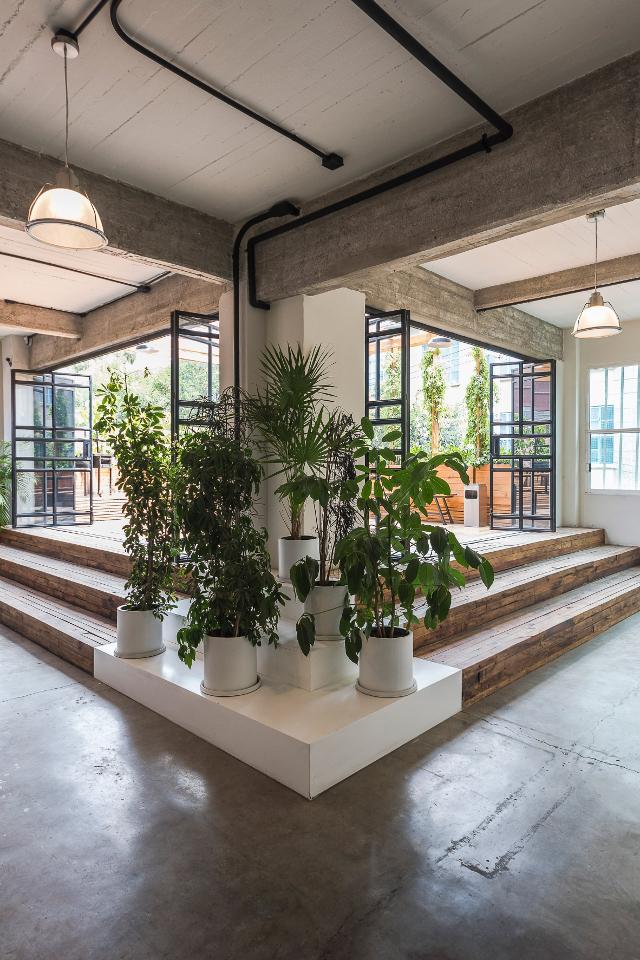 Une ancienne usine transform e en espace de co working for Deco appartement usine