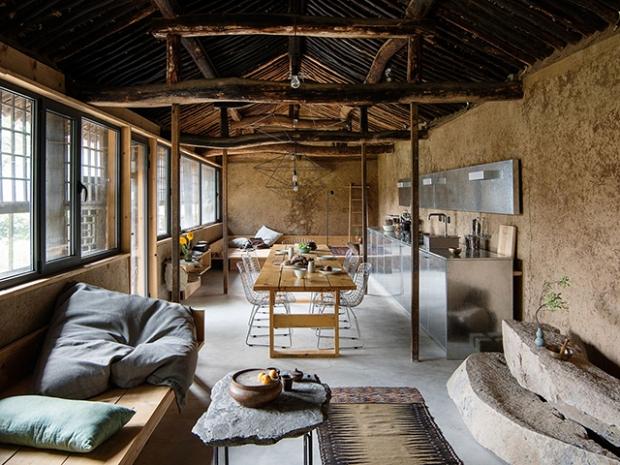 Une ferme rénovée qui conserve son histoire tout en ajoutant une ...