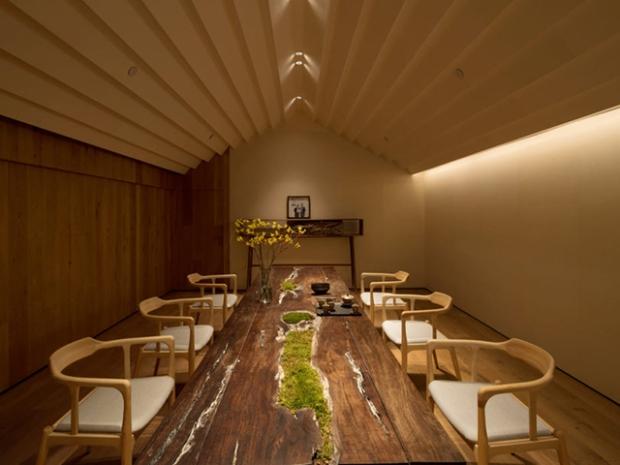 Un Salon De Thé Moderne Et à La Décoration Inspirée De La Nature