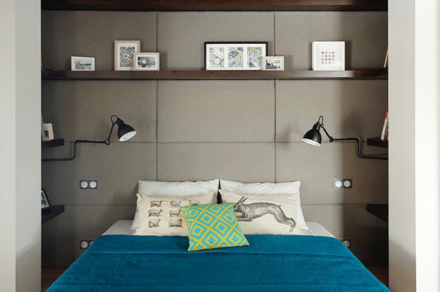 Une élégante chambre à coucher qui accueille des espaces bureau et