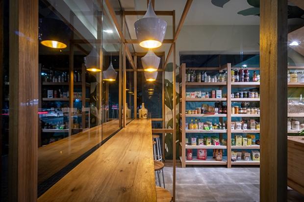 Conseilsdeco-deco-decoration-conseil-architecture-interieur-nature-Como-epicerie-bio-Estudio-Montevideo-materiaux-naturels-bibliotheque-boutique-05