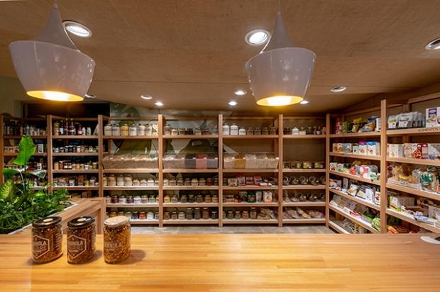Conseilsdeco-deco-decoration-conseil-architecture-interieur-nature-Como-epicerie-bio-Estudio-Montevideo-materiaux-naturels-bibliotheque-boutique-06